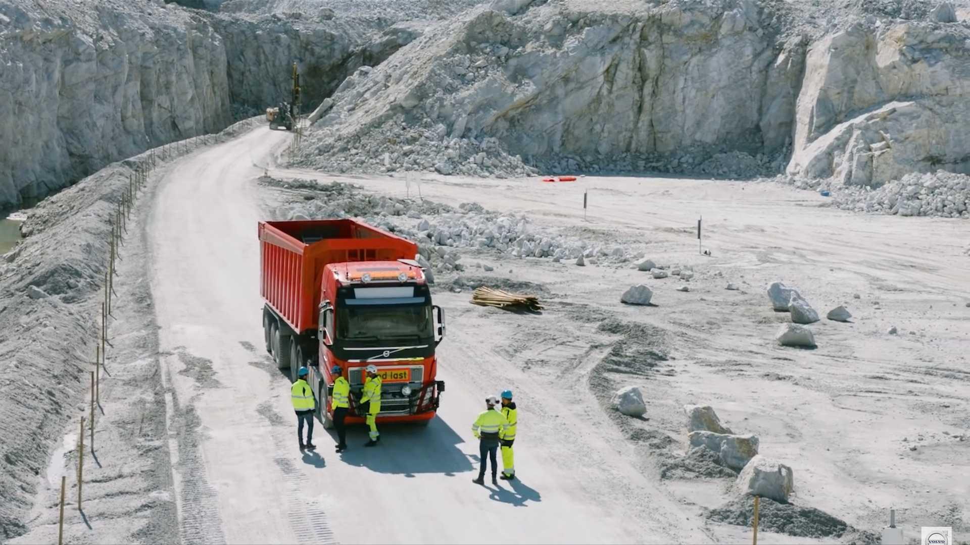 آزمایش کامیون خودران ولوو FH16 در معدن