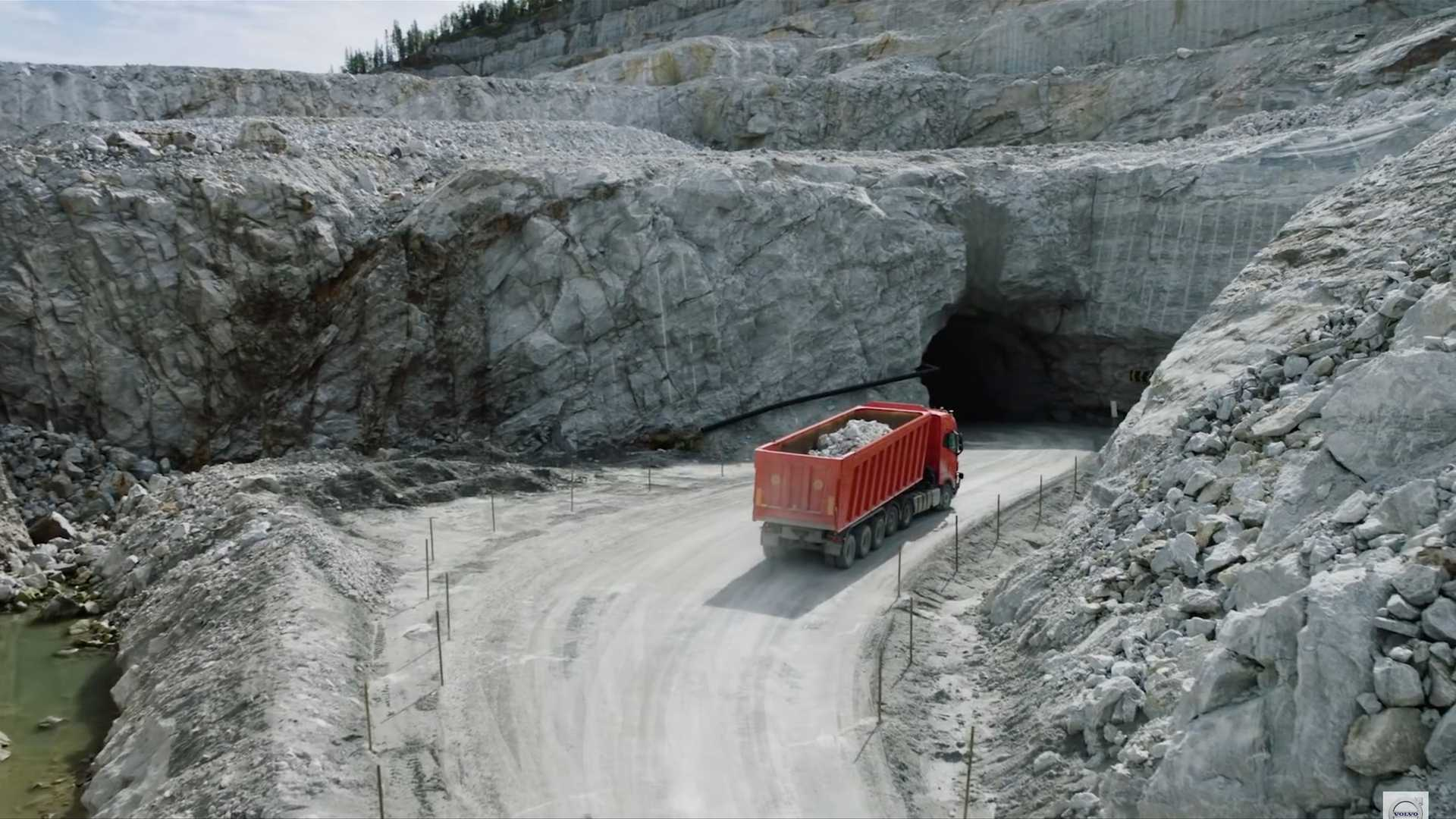 آزمایش کامیون خودران ولوو FH16